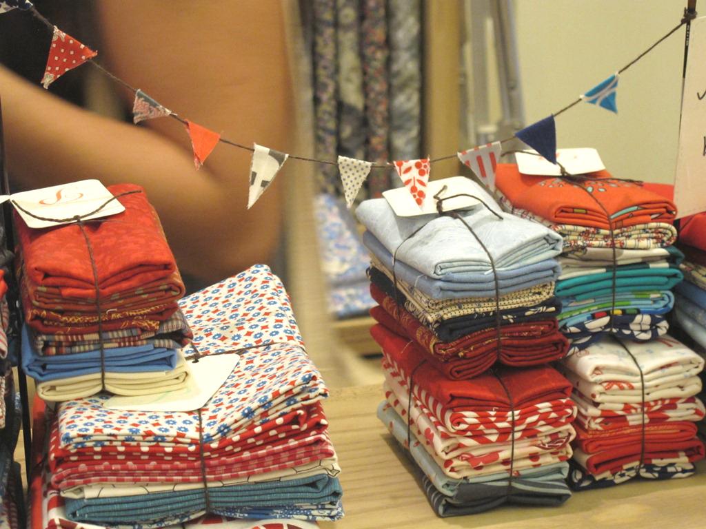 Maquina de coser buscar tiendas de telas - Telas de tapizar baratas ...