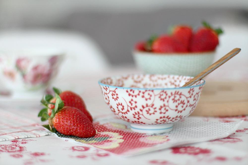 desayuno sano con yogur y fresas 0