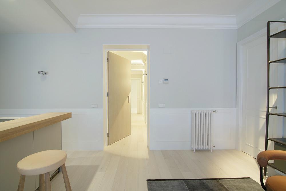 puerta roble diseño minimalista