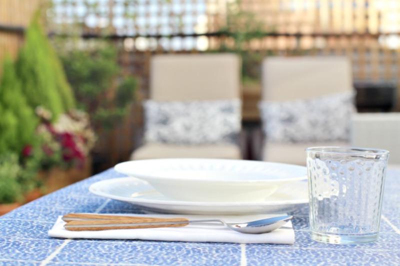 decoración terraza bonita con césped 5