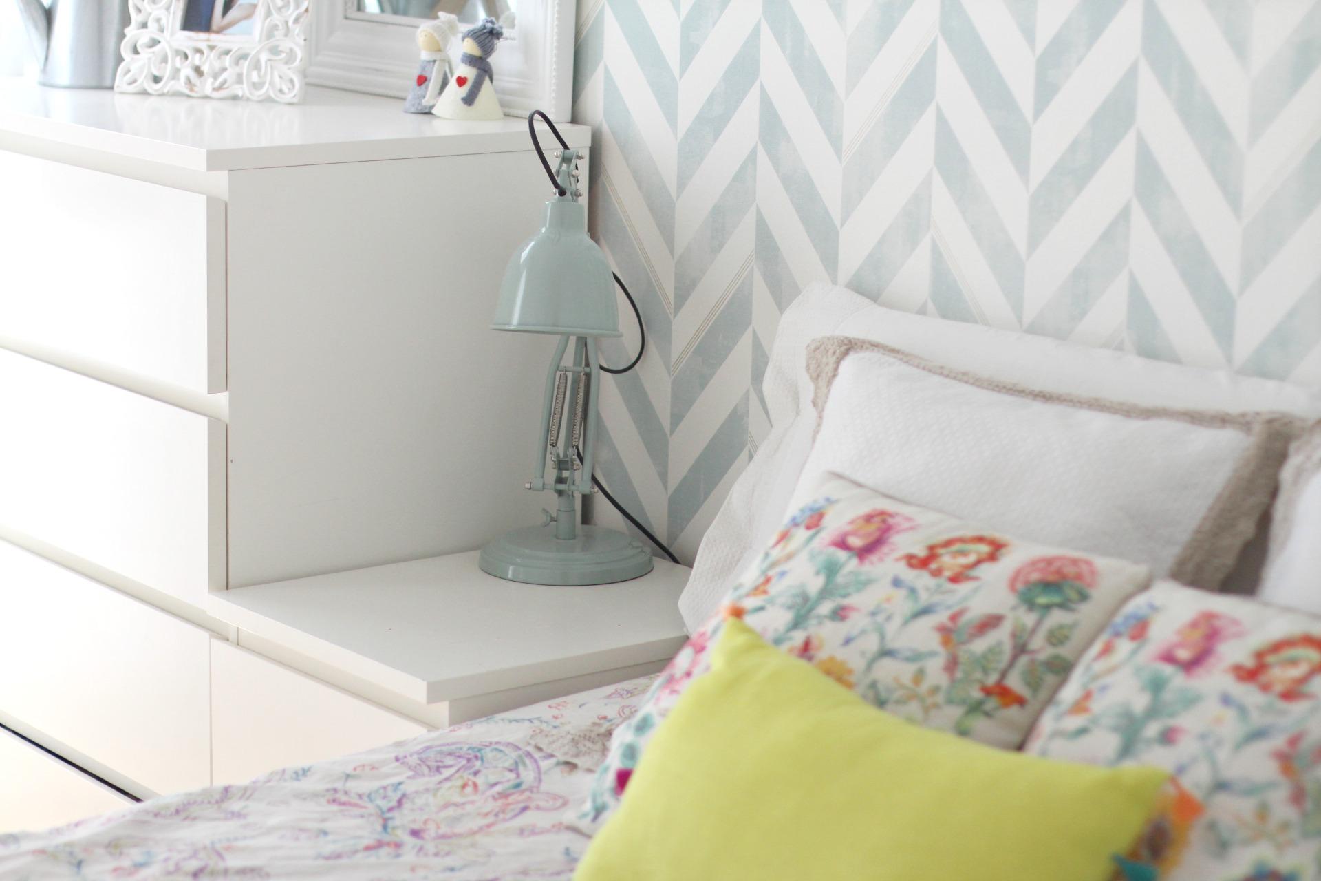 C mo decorar una habitaci n de matrimonio con papel - Como se pone el papel pintado ...